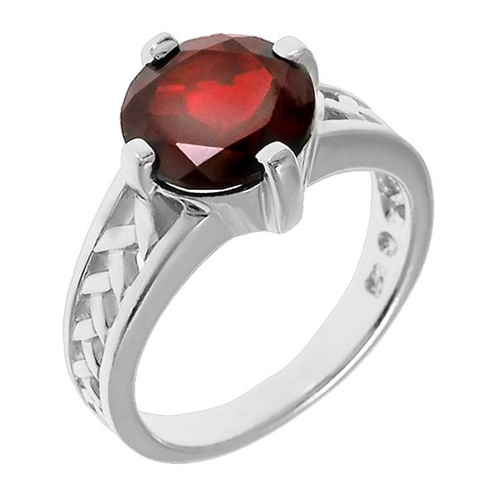 гранат в серебряных кольцо